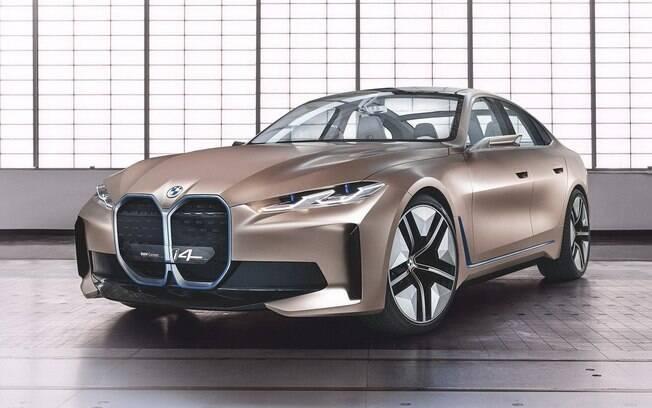O BMW i4 terá uma versão totalmente elétrica e a divulgação das primeiras fotos vazadas mostram um cupê com uma marcante grade dianteira