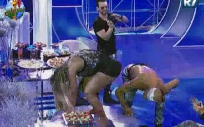 Valesca Popozuda dança para os peões