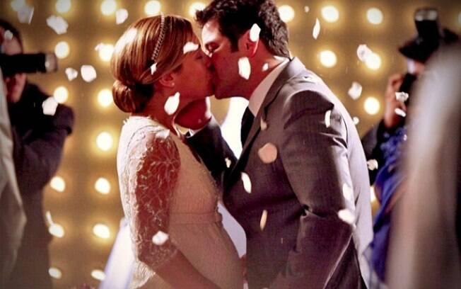 Carminha finalmente consegue se casar com Tufão