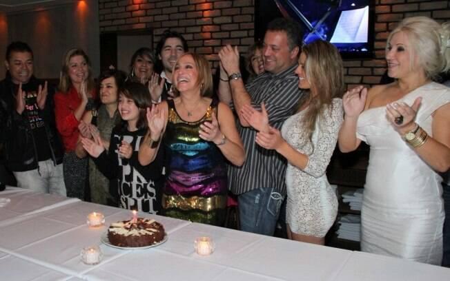 Convidados cantam Parabéns para Susana Vieira