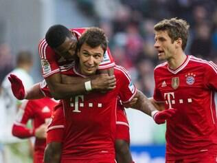 Bayern's Mario Mandzukic of Croatia, center, celebrates scoring his side's 3rd goal with Bayern's David Alaba of Austria, left, and Bayern's Thomas Mueller, right, during the German Bundesliga soccer match between VfL Wolfsburg and Bayern Munich in Wolfsburg, Germany, Saturday, March 8, 2014. (AP Photo/Gero Breloer