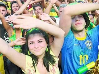 """Apaixonados. Apesar da relação íntima com o futebol, apenas 21% dos torcedores brasileiros se consideram """"experts"""" em Seleção"""