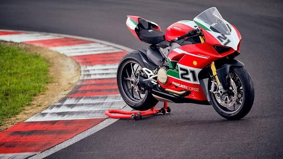 Ducati Panigale V2 Bayliss chega em outubro na Europa pelo o equivalente a mais de R$ 120 mil numa conversão simples