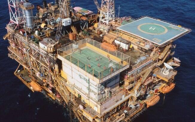 Quadra em plataforma de petróleo, no Brasil