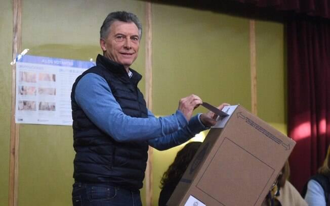 Macri redobra aposta no medo e promete reverter vantagem da oposição para ser reeleito na Argentina