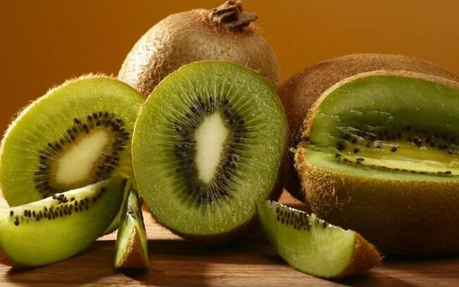 Kiwi é rico em fibras, vitaminas e vai muito bem até na dieta de quem quer perder peso