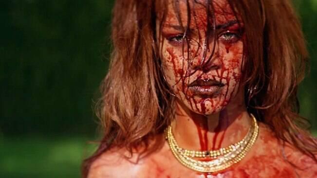 Gata, devolve meu dinheiro: o novo clipe de Rihanna
