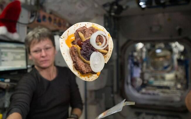 Até agora, as tortillas são opção mais próxima do pão para os astronautas há 50 anos na Estação Espacial Internacional