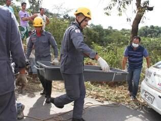 Bombeiros foram acionados para retirar a ossada humana de um matagal