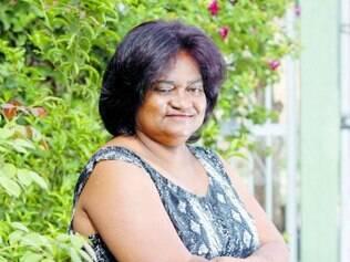 Xica da Silva sustenta a casa e as três filhas com renda do bufê
