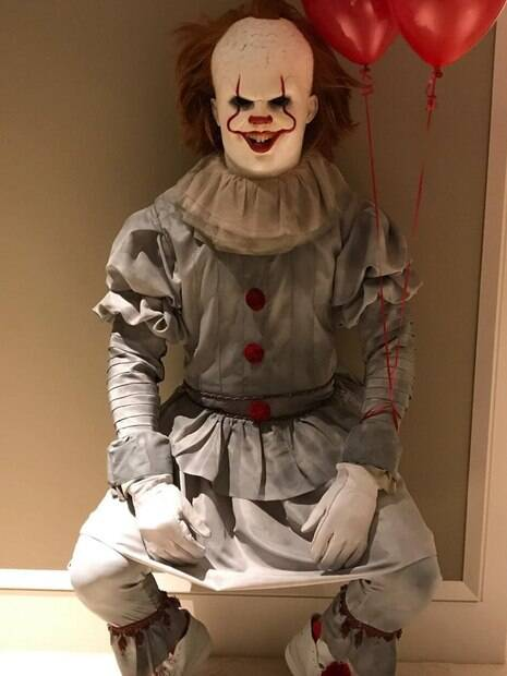 LeBron James, astro da NBA, usou o Halloween para se fantasiar de Pennywise, o palhaço assassino do filme IT
