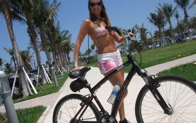 Barbara no que mais gosta de fazer: andar de bicicleta