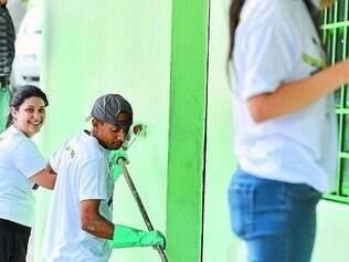 Solidariedade.  Grupo de voluntários ajudam escola de Contagem