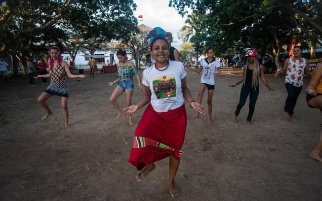 Oficina de danças africanas no Acampamento da Resistência do MST no interior de Pernambuco, contra o despejo.