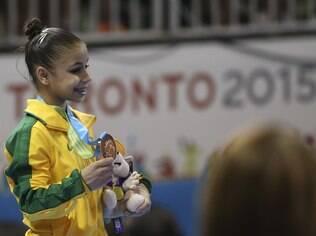 Flavia Saraiva, a caçula da ginástica artística em Toronto, ganha o bronze no individual geral