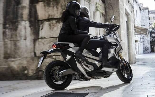 Scooter aventureiro vem equipado com motor grande e câmbio pensado para facilitar a condução