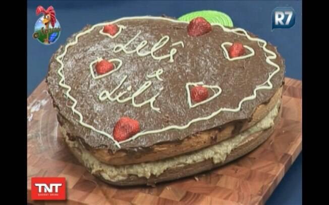 Peões preparam bolo para as filhas de  Anna Markun
