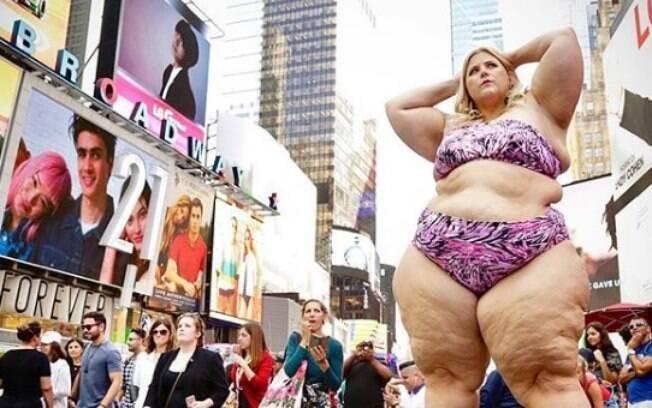 A modelo plus size ficou horrorizada com um homem que usou o seu peso para justificar o assédio  em Nova York