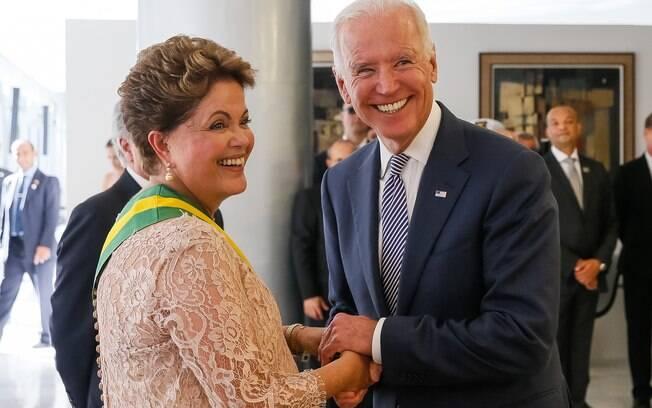 Dilma recebe cumprimentos de Joe Biden, vice-presidente dos Estados Unidos, após posse