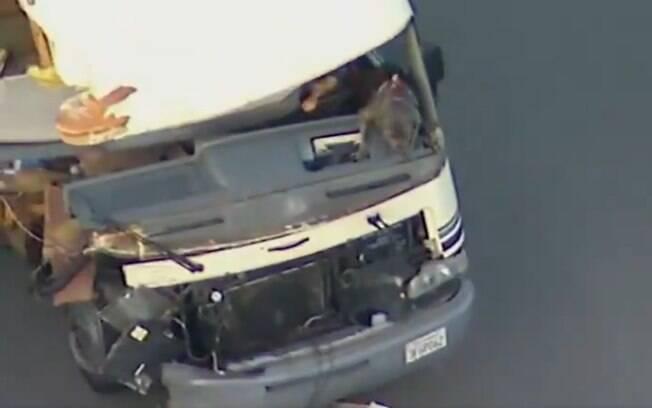 Mulher pilotou trailer roubado durante longo trajeto e só foi parada ao colidir com carro
