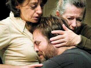 """Drama. """"Emília"""" trata do reencontro entre um homem adulto e a mulher que dele cuidou na infância"""