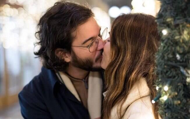 Fátima Bernardes posta foto com Túlio Gadêlha para celebrar dia do beijo