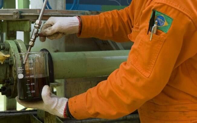 Depois de passar pelo processamento, o petróleo é medido, por determinação da Agência Nacional do Petróleo (ANP)