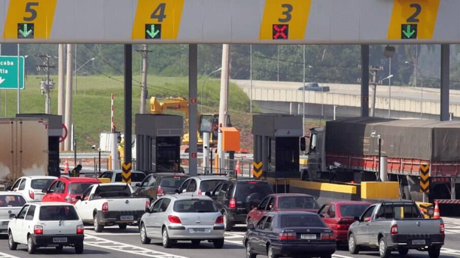 Projetos de lei na Câmara preveem o uso de cartões de crédito e cobrança por quilometragem em rodovias federais