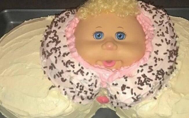 A comediante norte-americana Amy Schumer ganhou de presente de sua cunhada um bolo representando um parto natural