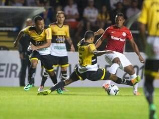 Mesmo com um a mais em campo, Inter não conseguiu furar a defesa adversária