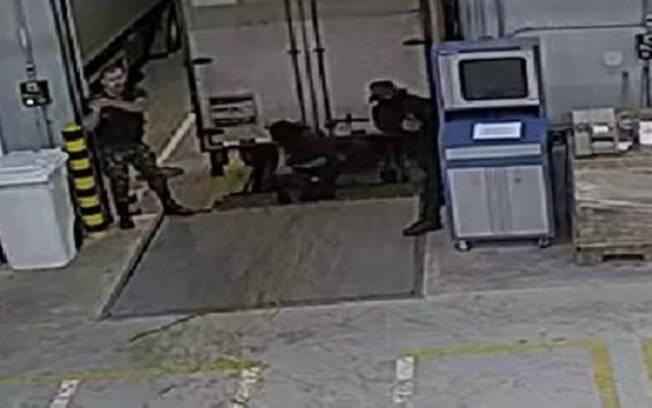 Câmeras de segurança flagraram ação de criminosos