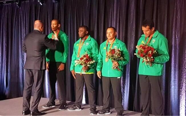Sandro Viana%2C José Carlos Gomes%2C Vicento Lenilson e Bruno Lins recebem a medalha de bronze de Pequim 2008