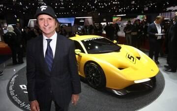 Emerson Fittipaldi e Pininfarina mostram supercarro de 600 cv