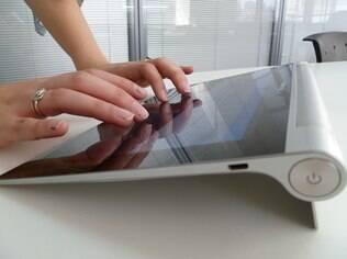 Base cilíndrica facilita digitação no tablet