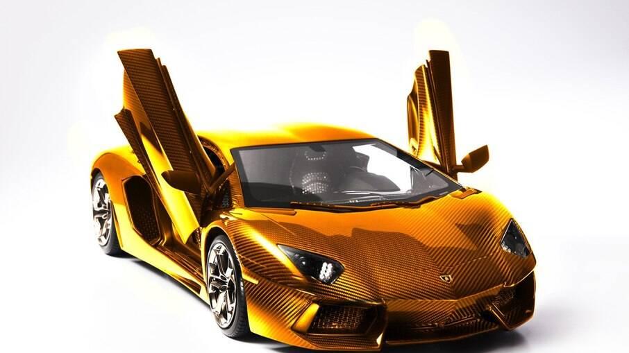 Lamborghini Aventador de ouro teria sido vendida por R$ 15 milhões na época