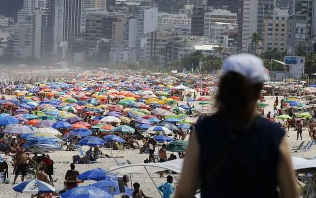 O estado do Rio de Janeiro chegou hoje (18) a 249.798 casos confirmados acumulados e 17.575 mortes causadas pela Covid-19