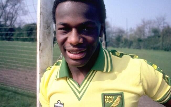 Justin Fashanu foi o 1º jogador de futebol inglês a expor publicamente sua homossexualidade