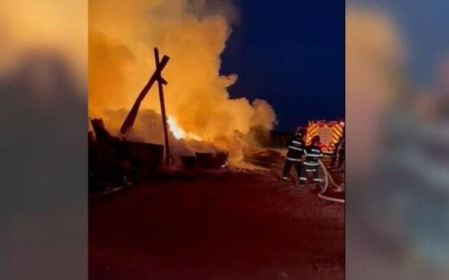 Incêndio atinge madeireira no Jardim Santa Izabel, em Hortolândia
