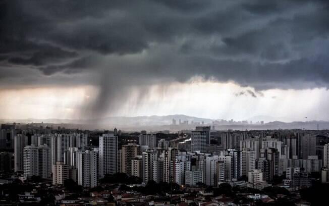 Previsão do tempo prevê chuva ao longo do período de Carnaval em São Paulo