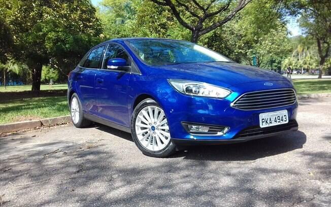 O consumo alto do Ford Focus Fastback, aliado ao câmbio PowerShift, complica bastante a compra do sedã