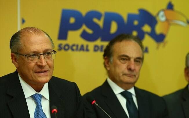 Presidente nacional do PSDB, Geraldo Alckmin, ao lado do deputado Ricardo Tripoli (SP) em reunião do partido
