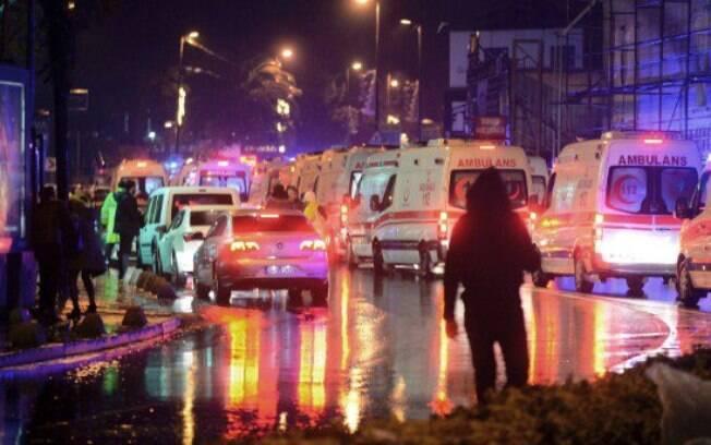 Ao menos 39 pessoas morreram e 69 ficaram feridas no tiroteiro na casa noturna Reina, duas horas após a virada para 2017