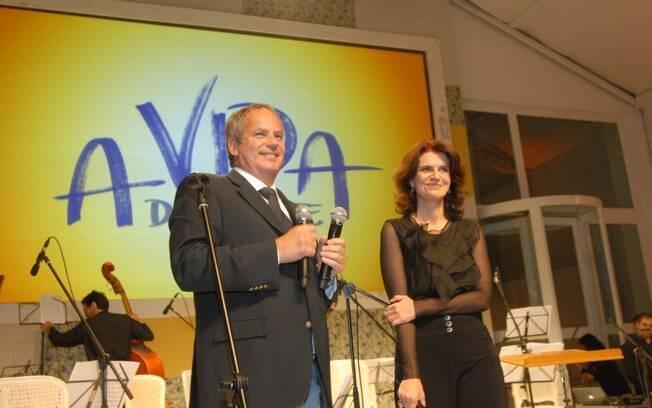 Lícia Manzo e o diretor da novela