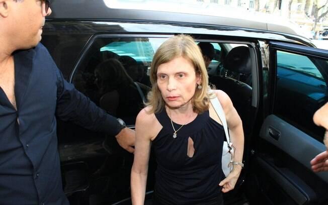 Zélia Cardoso de Mello chega para o velório de Chico Anysio no Rio de Janeiro