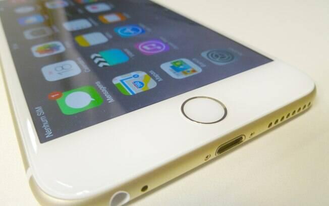 ea8944add iPhone 6 Plus tem botão Home com leitor de digitais TouchID. Foto  André  Cardozo