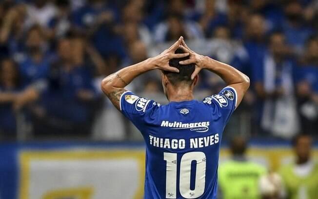 Thiago Neves vive crise no casamento e no Cruzeiro