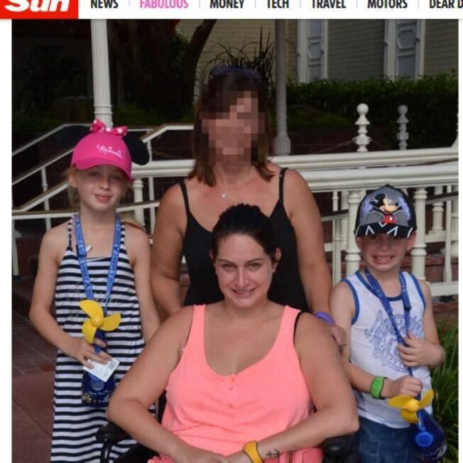 Emma com sua mãe e seus filhos