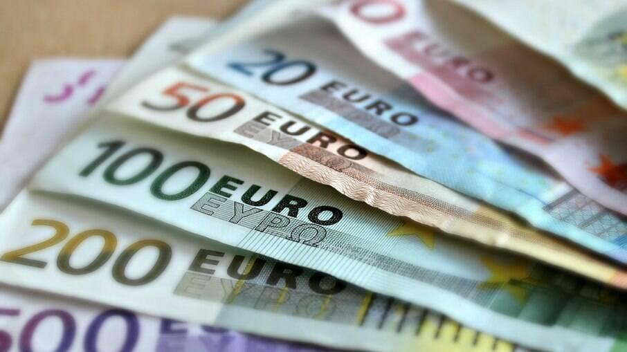 na cotação atual, um Euro está valendo 6,37 reais