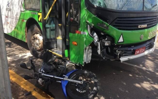 Motociclista fica ferido após ser atingido por ônibus em Campinas