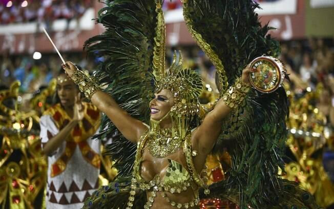 Viviane Araújo é destaque entre as musas na segunda noite de carnaval no Rio